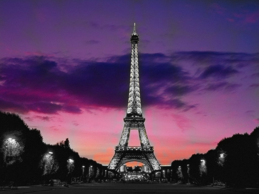 eiffel_tower_at_night_paris-normal